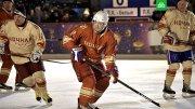 Путин и другие знаменитости ночью сыграли в хоккей на Красной площади и другие новости